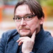 Paulinyi Tamás -- Író, pszi-kutató, a Szintézis Szabadegyetem igazgatója